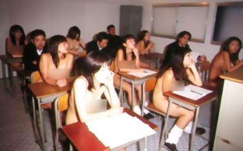 Endlich hat eine Schule für Nutten und Prostituierte eröffnet. Das Motto dort lautet: Büffeln statt Bumsen!